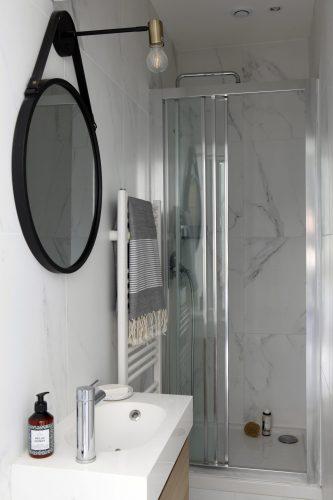 Salle de douche épurée