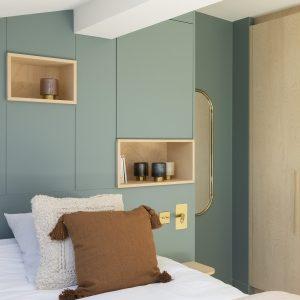Tête de lit sur mesure, niches en bois